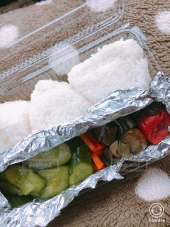 新米で塩おむすび&糠漬け弁当!の写真・画像素材[791311]