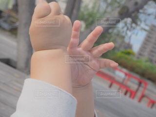 未来を掴む手の写真・画像素材[4688973]
