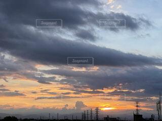 曇り空の夕暮れの写真・画像素材[4715389]