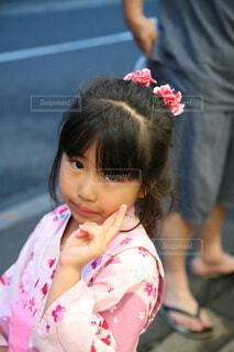 ピンクの浴衣を着た女の子の写真・画像素材[4715464]