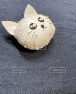 白ネコのぬいぐるみ 手縫い フリースペースの写真・画像素材[4722505]