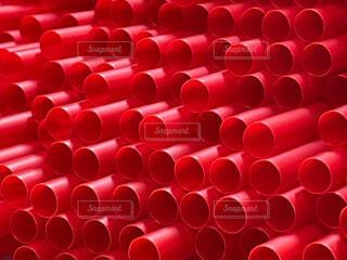 赤いストロー大量 クローズアップの写真・画像素材[4770234]