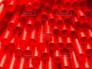 大量の赤いストロー クローズアップの写真・画像素材[4770476]