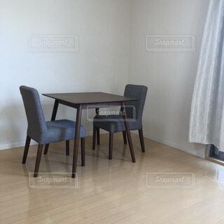 ダイニングルームのテーブルの写真・画像素材[4694416]