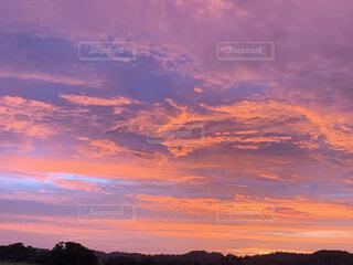 真っ赤な夕焼けの写真・画像素材[4699442]