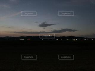 夕方に現れたの龍の雲の写真・画像素材[4771261]