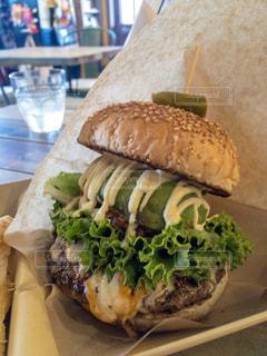 ハンバーガー屋のアボガドハンバーガーの写真・画像素材[1395077]