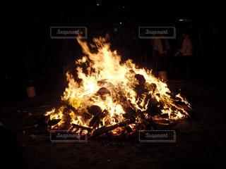 2020年年明けの炊き上げの炎の写真・画像素材[2843001]