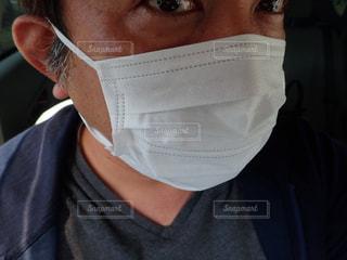 感染症予防の為にマスクする男性の写真・画像素材[2913427]