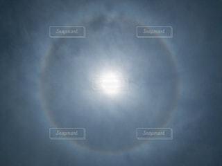 台風前の太陽リングの写真・画像素材[4570783]