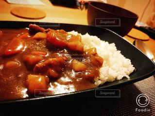 皿のご飯肉と野菜料理の写真・画像素材[1011281]