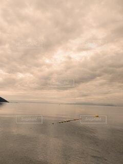 夜明けの湖の写真・画像素材[4727113]