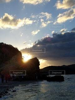 太陽を食べる龍神曇の写真・画像素材[4769839]