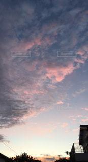 街に沈む夕日の写真・画像素材[757236]