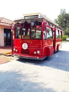 道路の脇に停車している旅客バスの写真・画像素材[4767112]