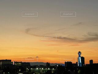 都市に沈む夕日の写真・画像素材[4717227]