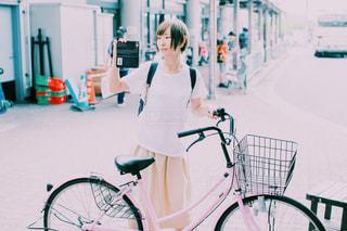 自転車と女子の写真・画像素材[720604]