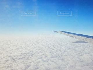 近く雪に覆われたフィールドの写真・画像素材[1001125]