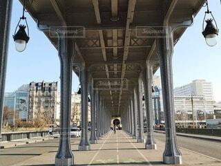 パリのメトロ高架の写真・画像素材[4719041]