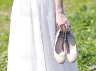 ドレスとリングと慣れないヒールの写真・画像素材[4725319]
