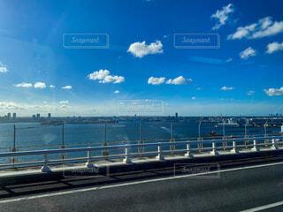 バスからの青空の写真・画像素材[4733842]