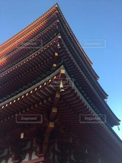 五重の塔を下から眺めるの写真・画像素材[4736699]
