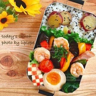 野菜たっぷりえびとベーコンのアヒージョ弁当の写真・画像素材[4738947]