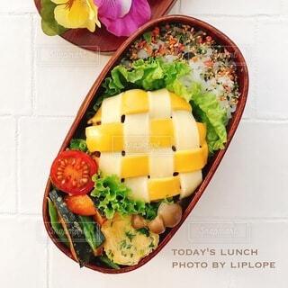編み込みチーズのハンバーグ弁当の写真・画像素材[4738961]