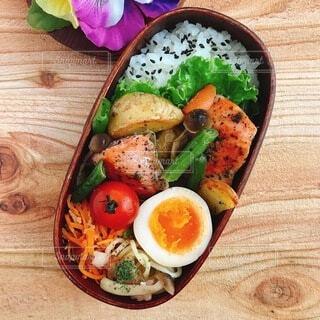 鮭と野菜のオリーブオイル焼き弁当の写真・画像素材[4739013]