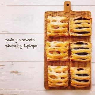 食卓の上の食べ物の写真・画像素材[4785774]
