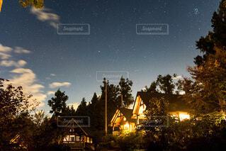 キャンプ場での夜空の写真・画像素材[4756091]