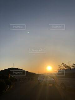 いつものランニングコース!朝日を撮影したら………の写真・画像素材[4746856]