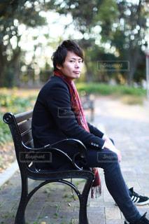ベンチに座っているの写真・画像素材[948676]