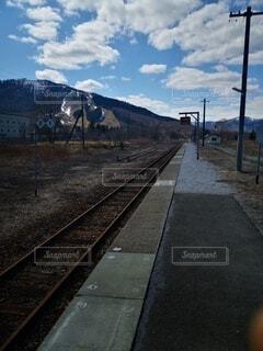 誰もいない駅のホームの写真・画像素材[4754514]