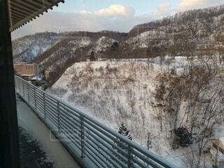 雪に覆われた橋の写真・画像素材[4764375]