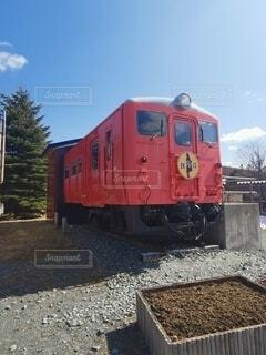 鋼線上の大きな長い列車の写真・画像素材[4770291]