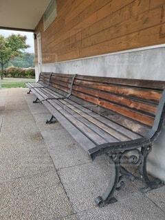 長いベンチの写真・画像素材[4800505]