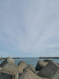 水の体に架かる石橋の写真・画像素材[4853974]