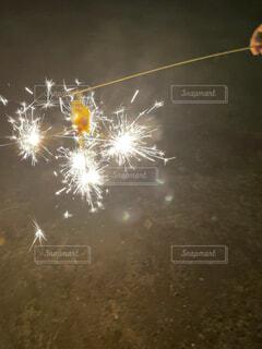 夏の終わりにやった花火の写真・画像素材[4770561]