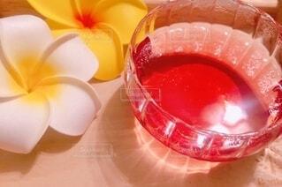 ジュースと花の写真背景の写真・画像素材[4770560]