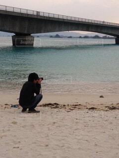 写真撮影に夢中の写真・画像素材[4771075]