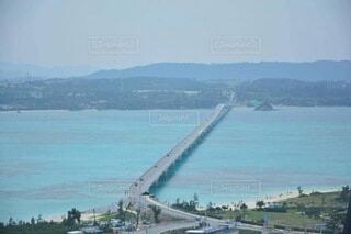 青い海と橋の写真・画像素材[4771080]