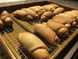 揚げたてのパンの写真・画像素材[4758812]