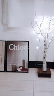テーブルの上の花の花瓶の写真・画像素材[1635771]