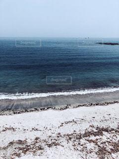 海の横にある砂浜のビーチの写真・画像素材[1635948]