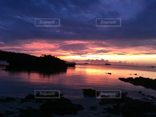 沈む夕日の写真・画像素材[1103792]