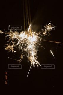 線香花火の写真・画像素材[4770355]