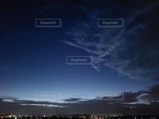 2色の雲の写真・画像素材[4766620]