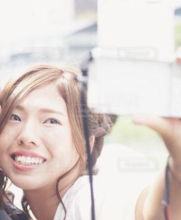自撮りする女性 - No.737015