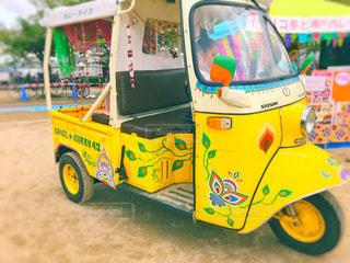 黄色と赤のおもちゃの車 - No.749263